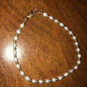 Jewelry - Pearl-like Costume Jewelry Bracelet